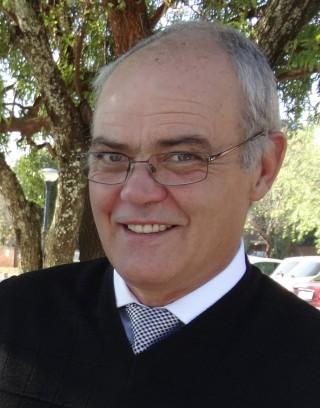 Dr Des Doman