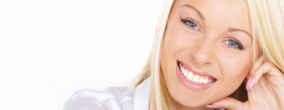 Dentist-Girl-Smiling-Teeth-Whitening-0000